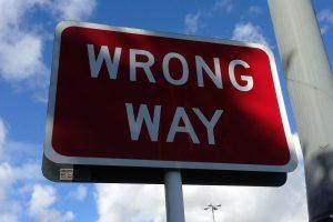 wrong-way-167535_1280-300x200