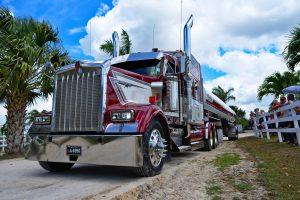 semi-truck-g97fb2408f_1920-300x200
